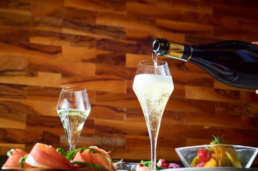 約40種類のイタリア産厳選ワインをご用意しております