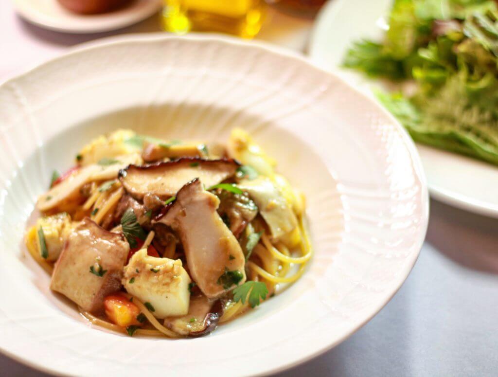 イタリア産フレッシュポルチーニ、赤イカ、トマトのスパゲッティ